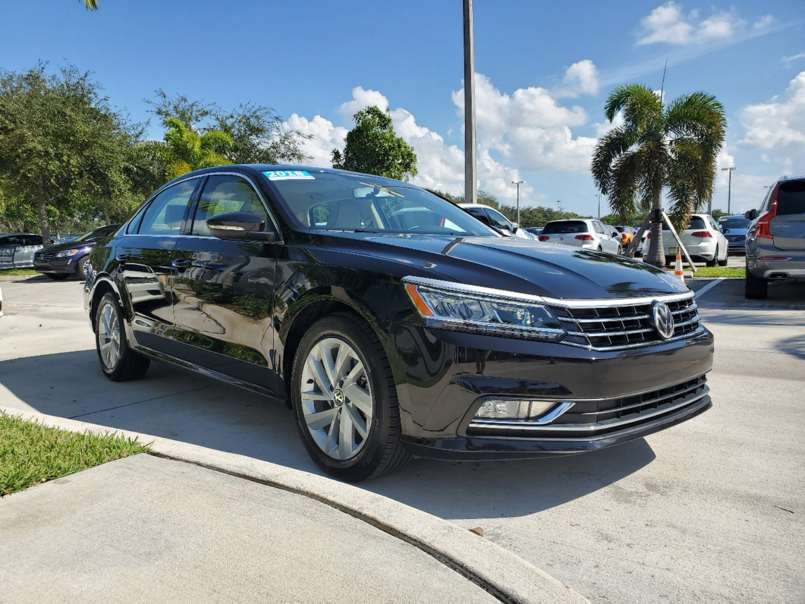 Certified Pre-Owned 2018 Volkswagen Passat SE with Lighting Package
