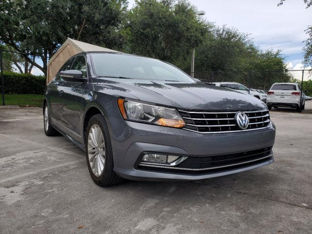 Certified Pre-Owned 2016 Volkswagen Passat SE w/Technology Package