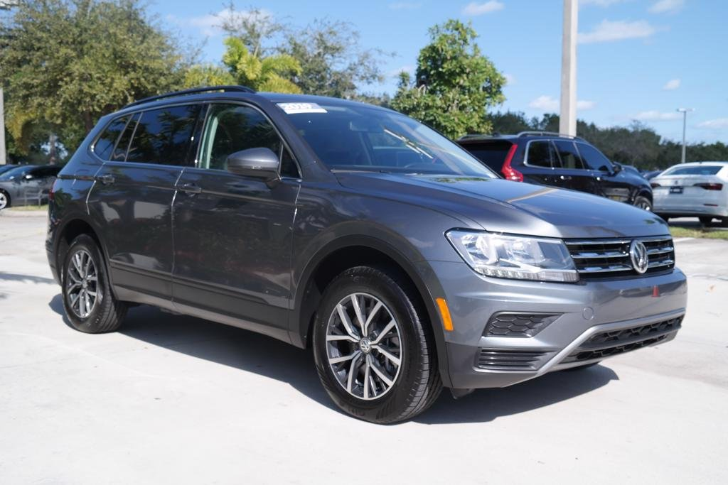 Certified Pre-Owned 2019 Volkswagen Tiguan SE w/ Sunroof