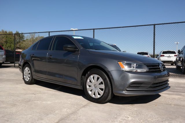 Certified Pre-Owned 2016 Volkswagen Jetta Sedan S w/Technology Pkg. & Manual Transmission / 1.4T