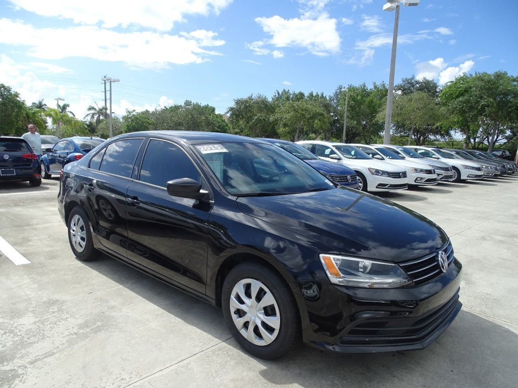 Certified Pre-Owned 2015 Volkswagen Jetta Sedan S w/Technology Pkg. & Manual Transmission