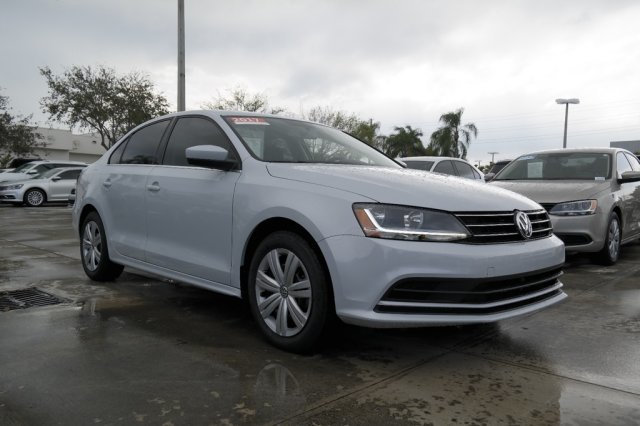 Certified Pre-Owned 2017 Volkswagen Jetta S / 1.4T with Automatic Transmission