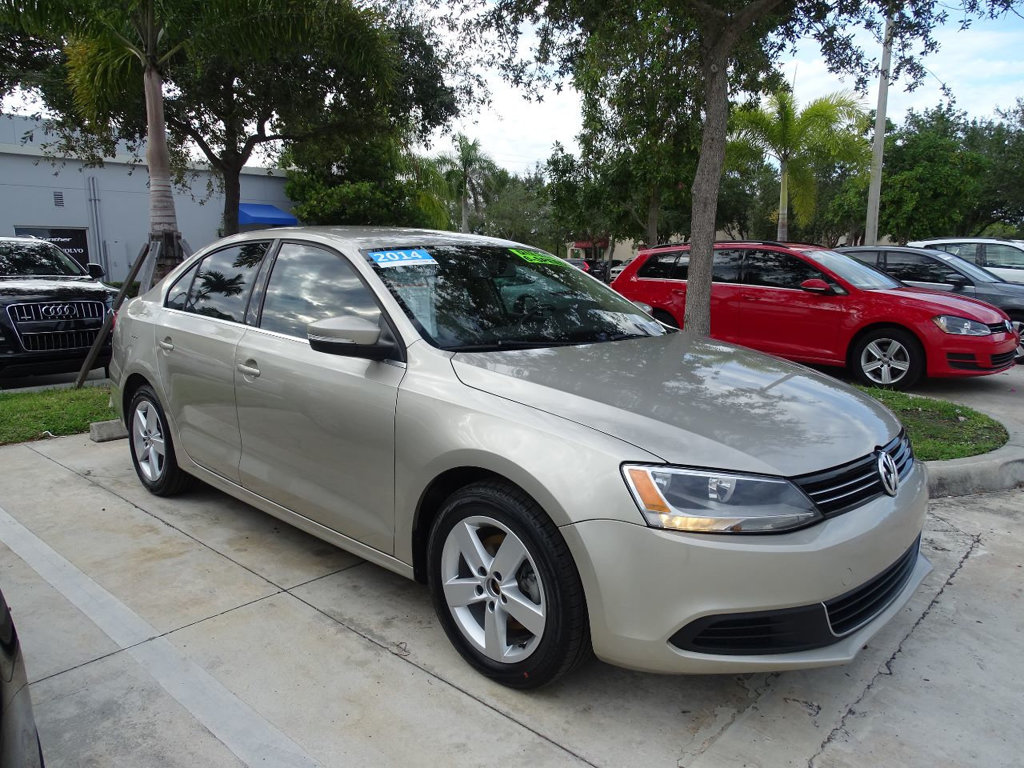 Certified Pre-Owned 2014 Volkswagen Jetta Sedan TDI with 6 Speed Manual Transmission