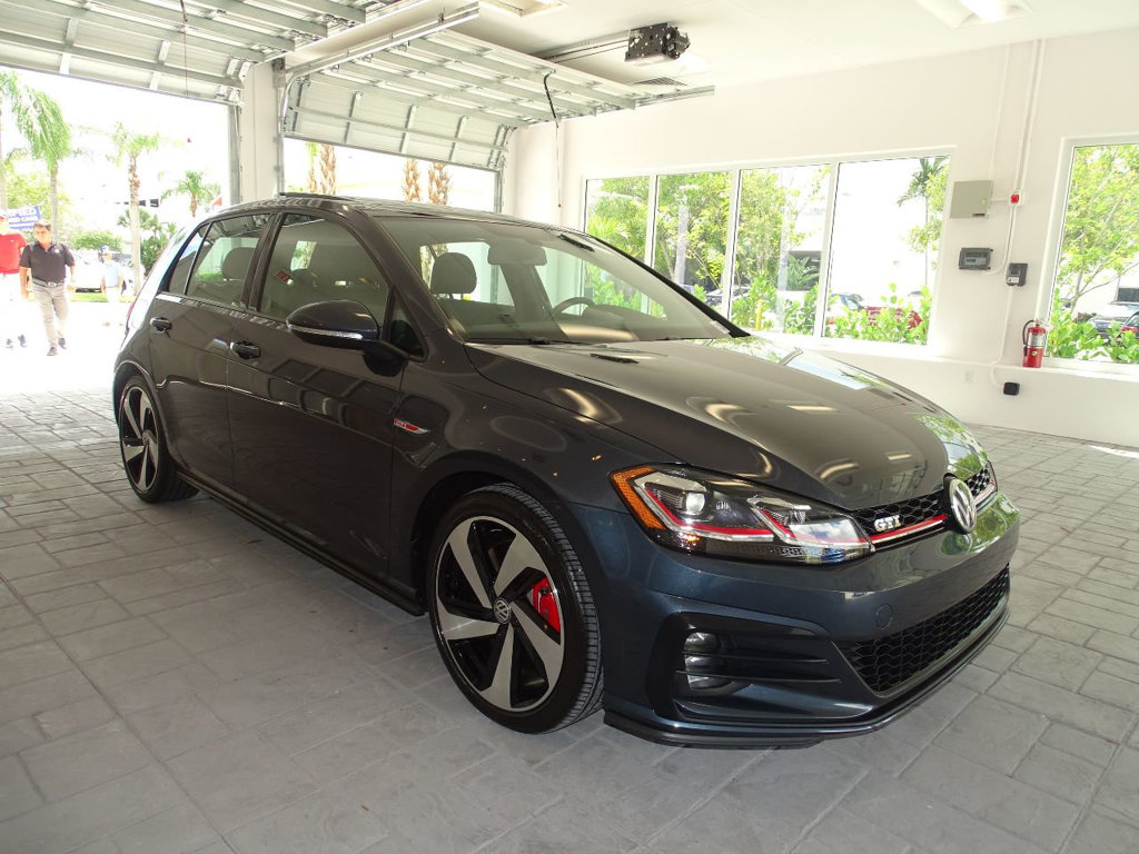 Certified Pre-Owned 2018 Volkswagen GTI SE w/ Leather Package / 6 Speed DSG Automatic / 4 doors /