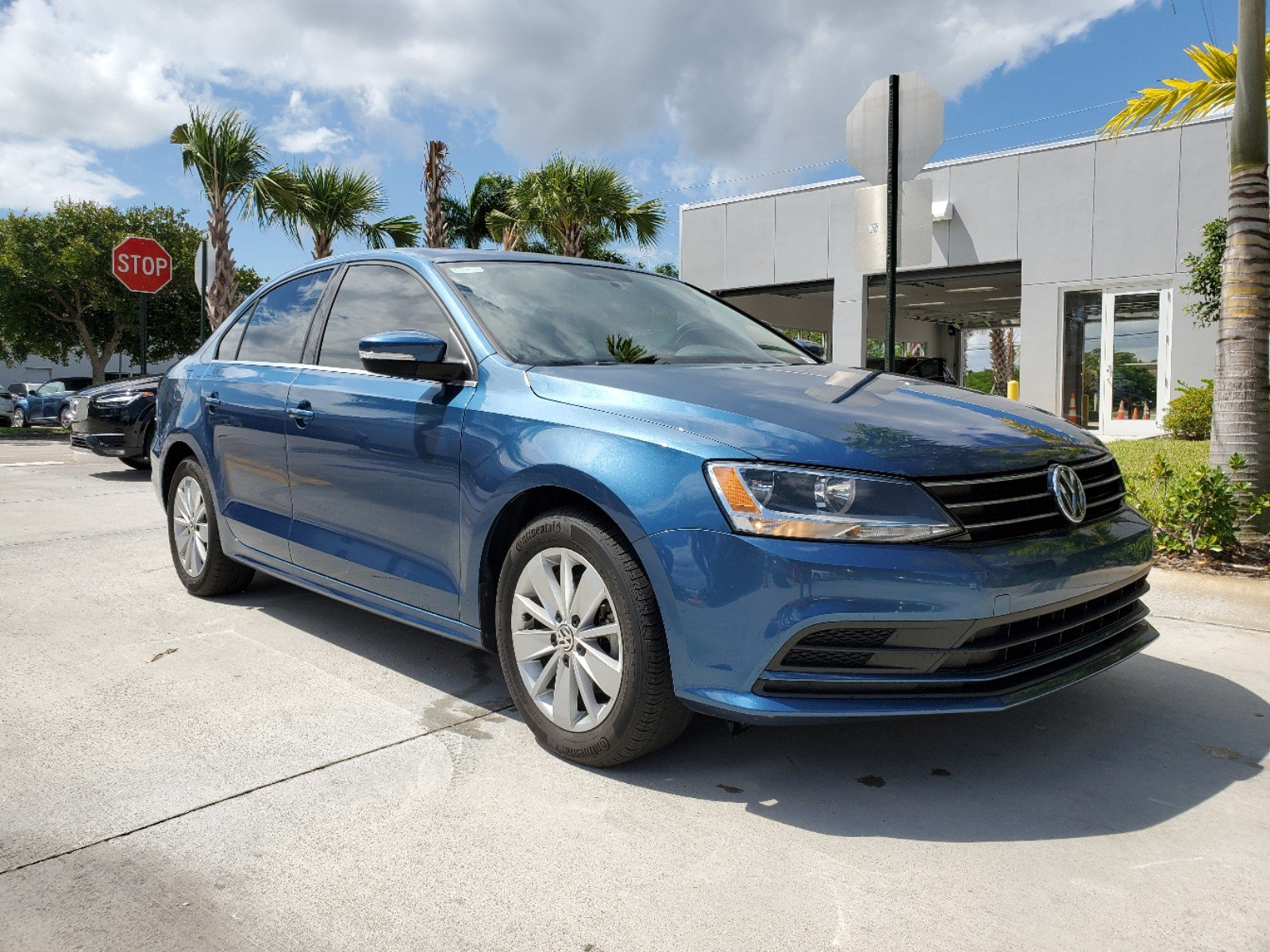 Certified Pre-Owned 2015 Volkswagen Jetta Sedan SE with Connectivity