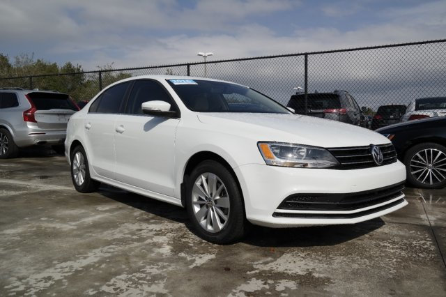 Certified Pre-Owned 2016 Volkswagen Jetta Sedan SE w/Connectivity & Sunroof / Automatic Transmission