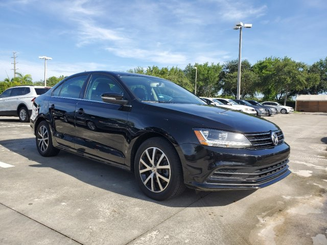 Certified Pre-Owned 2017 Volkswagen Jetta 1.4T SE w/Sunroof