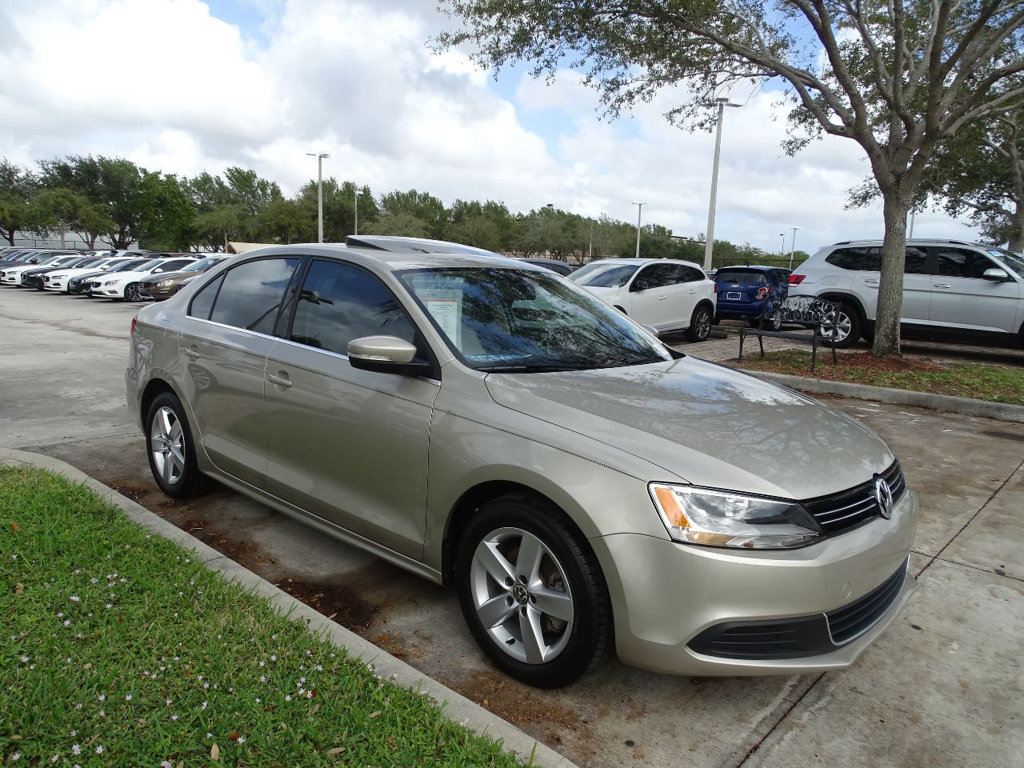 Certified Pre-Owned 2014 Volkswagen Jetta Sedan TDI with Premium Package & DSG Automatic Transmission