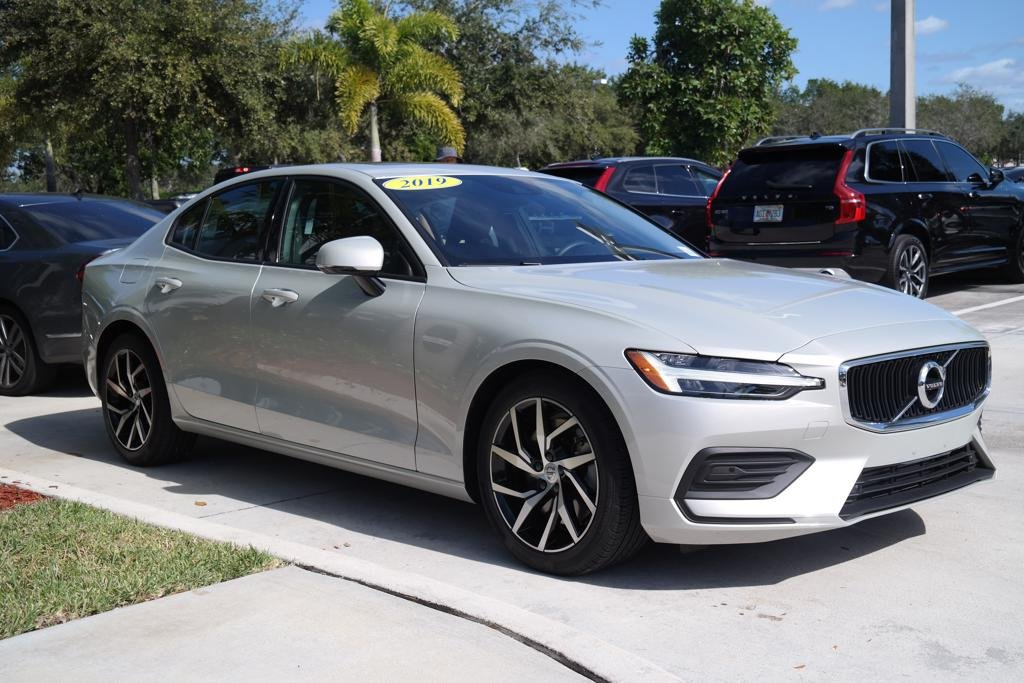 Pre-Owned 2019 Volvo S60 T6 AWD Momentum w/Premium Package