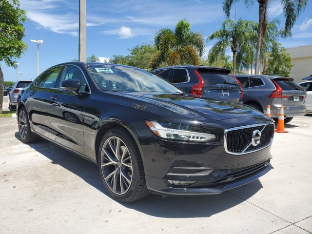 Pre-Owned 2018 Volvo S90 T5 AWD Momentum Plus w/Convenience pkg.