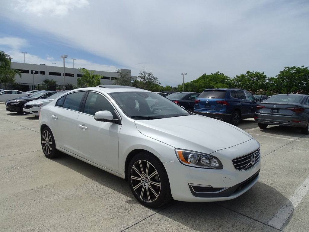 Pre-Owned 2016 Volvo S60 Inscription T5 Drive-E Premier FWD with Convenience & BLIS Packages