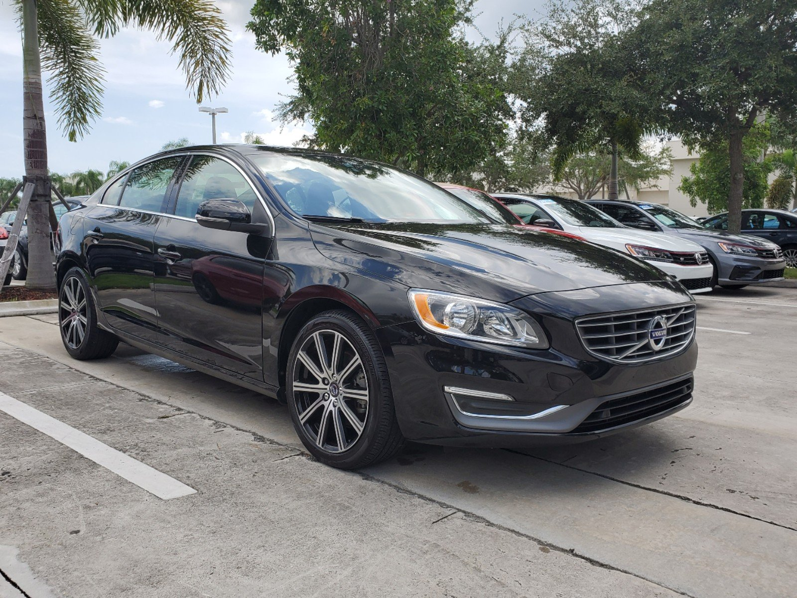 Pre-Owned 2017 Volvo S60 T5 Inscription FWD