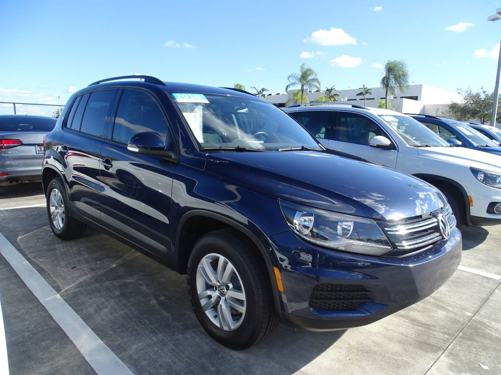 Certified Pre-Owned 2016 Volkswagen Tiguan S pkg. with Automatic Trans.& Alloy Wheels