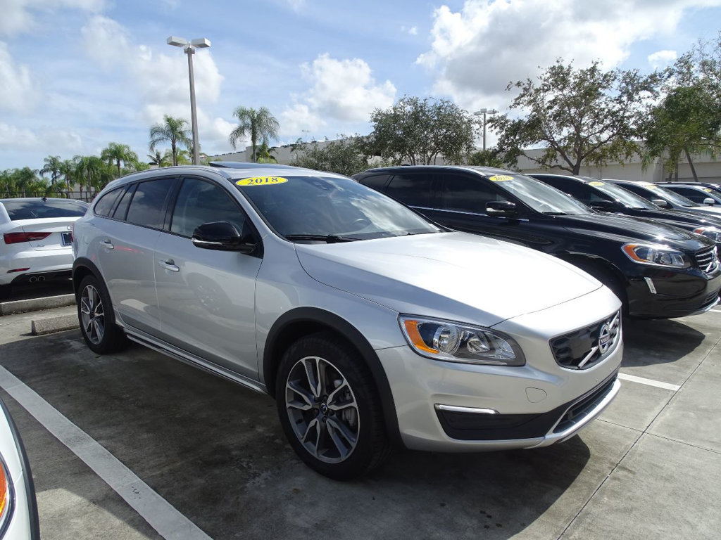 Pre-Owned 2018 Volvo V60 Cross Country T5 AWD with Blis Package & Convenience Package