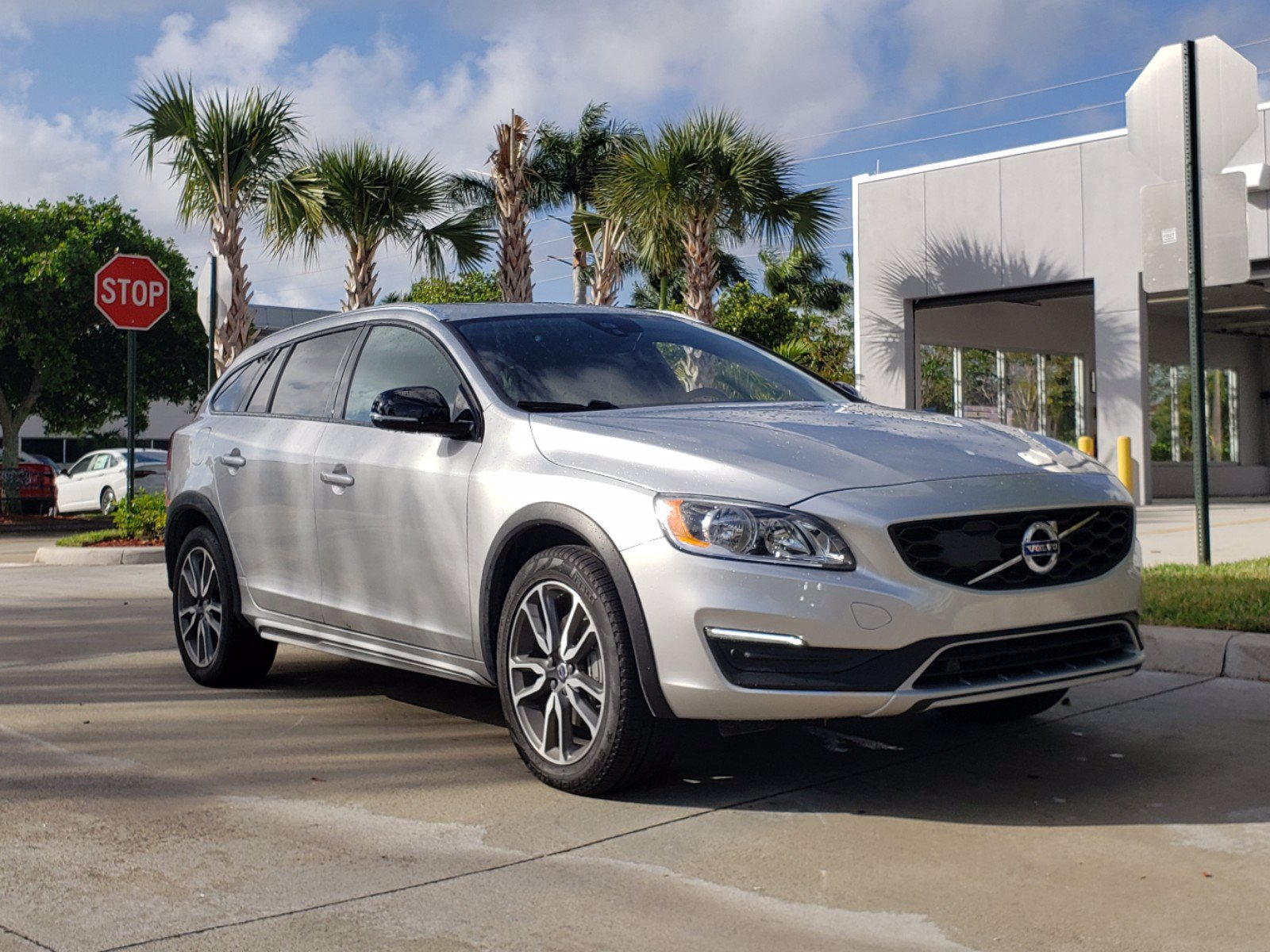 Pre-Owned 2017 Volvo V60 Cross Country V60 Cross Country T5 AWD Momentum