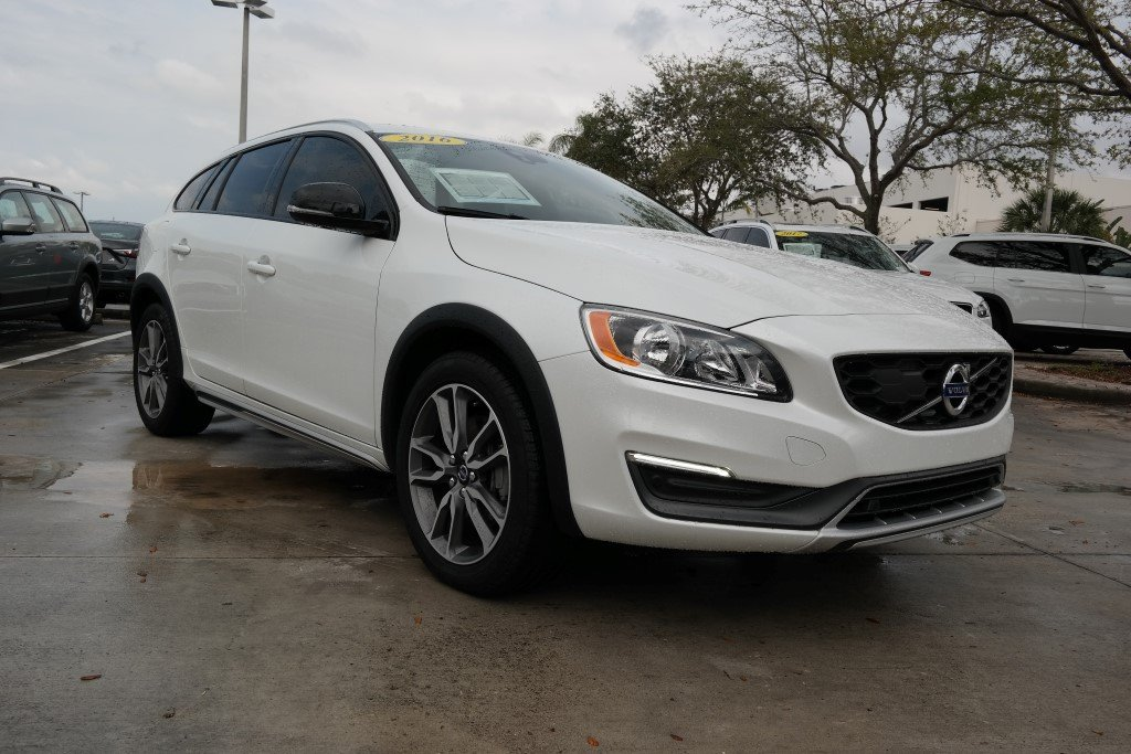 Pre-Owned 2016 Volvo V60 Cross Country T5