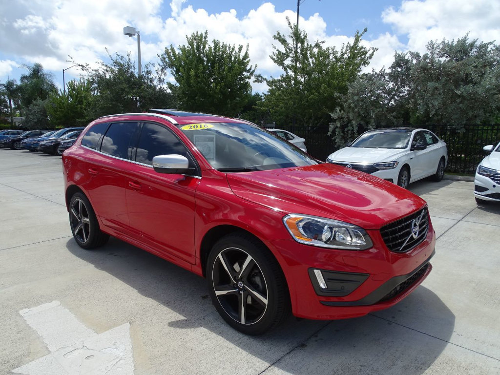 Pre-Owned 2016 Volvo XC60 T6 / 3.0 / AWD R-Design