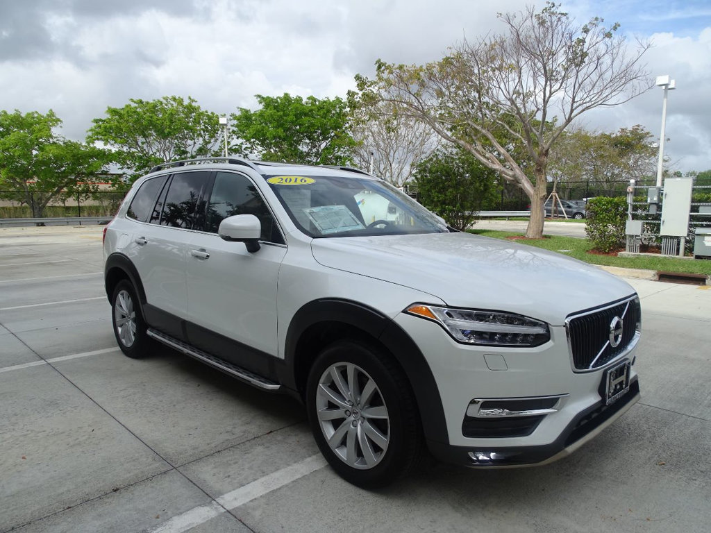 Pre-Owned 2016 Volvo XC90 T6 Momentum Plus AWD with Rugged Style Kit & Running Boards
