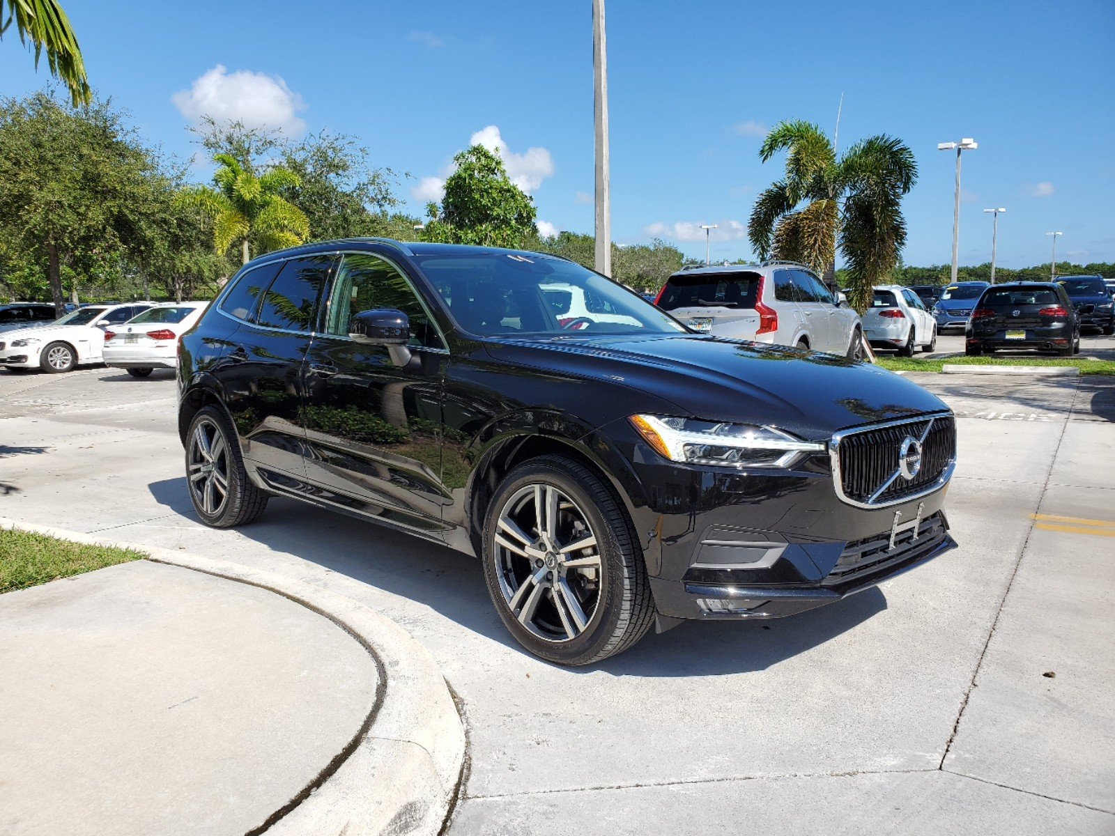 Pre-Owned 2019 Volvo XC60 T6 AWD Momentum w/Advanced Pkg.