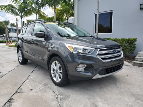 Pre-Owned 2018 Ford Escape SE with Panoramic Sunroof