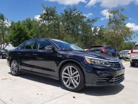 Certified Pre-Owned 2018 Volkswagen Passat 2.0T R-Line with Lighting Package