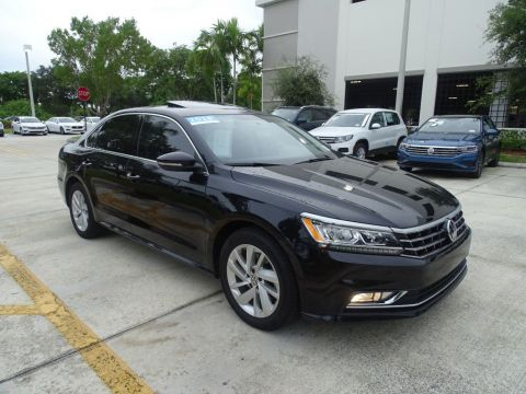 Certified Pre-Owned 2018 Volkswagen Passat 2.0T SE with Lighting Package /