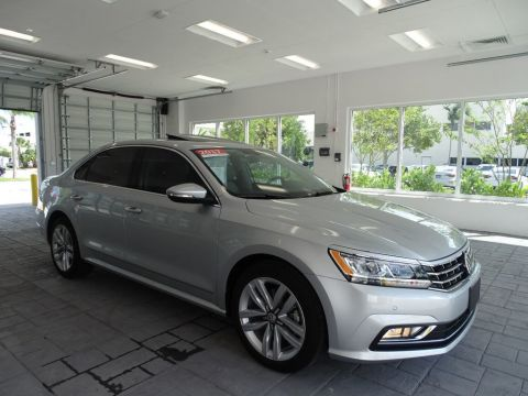 Certified Pre-Owned 2017 Volkswagen Passat SE / Technology & Lighting Package