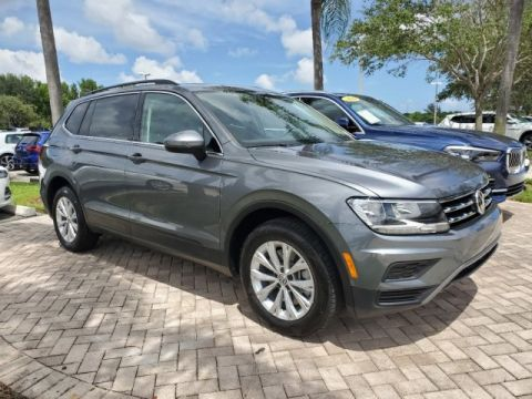 Certified Pre-Owned 2019 Volkswagen Tiguan SE with Sunroof Package