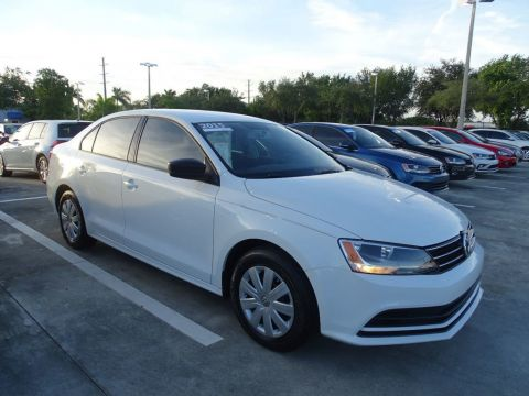 Certified Pre-Owned 2015 Volkswagen Jetta Sedan S with Tech. Pkg. Alloy Wheels & Automatic Transmission