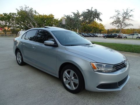 Certified Pre-Owned 2014 Volkswagen Jetta Sedan TDI w/Premium Pkg. & 6 Speed Manual Transmission