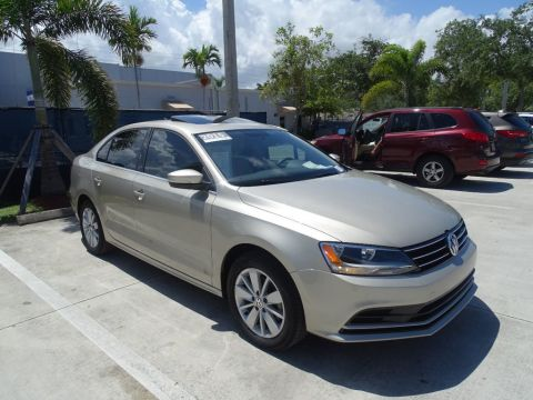Certified Pre-Owned 2015 Volkswagen Jetta Sedan SE w/Connectivity & Sunroof / Automatic Transmission