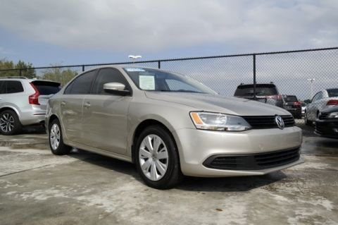 Certified Pre-Owned 2014 Volkswagen Jetta Sedan SE with Automatic Transmission
