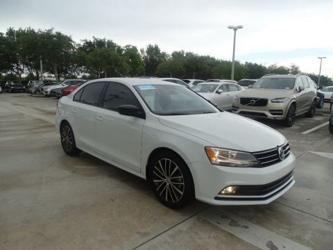 Certified Pre-Owned 2016 Volkswagen Jetta Sedan SPORT with Navigation & Automatic Trans.