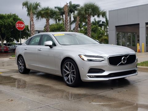 Pre-Owned 2018 Volvo S90 Momentum T5 FWD / Convenience Package & Momentum Plus