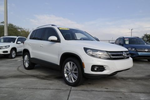 Pre-Owned 2013 Volkswagen Tiguan SE with Sunroof & Navigation