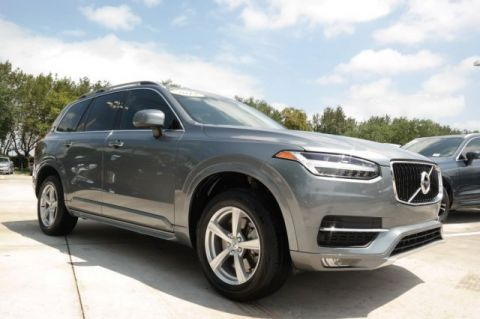 Pre-Owned 2017 Volvo XC90 Momentum T5 FWD / 5 Passenger with Vision Package