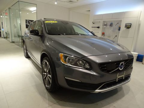 Pre-Owned 2018 Volvo V60 Cross Country T5 AWD with Blis Package & Convenience Package /