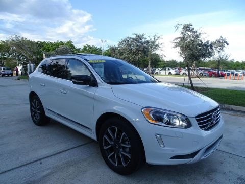 Pre-Owned 2017 Volvo XC60 T6 AWD Dynamic
